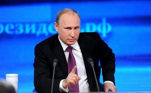 Владимир Путин отвечает на вопросы граждан в ходе прямой линии с президентом страны