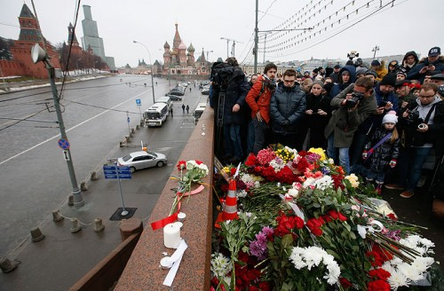 Также не были обнаружены несколько автомобилей, проезжавших по Большому Москворецкому мосту в момент преступления. Об этом свидетельствуют материалы громкого расследования.