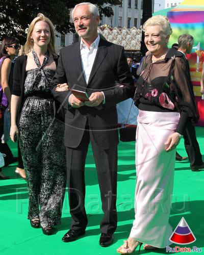 Евгений Герасимов с супругой и дочкой