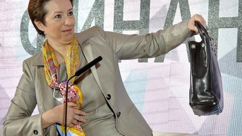 «Операция» по выдворению за дверь сотрудников антикоррупционного блока шла параллельно с её заявлениями для СМИ о принимаемых мерах по нормализации ситуации в ведомстве.