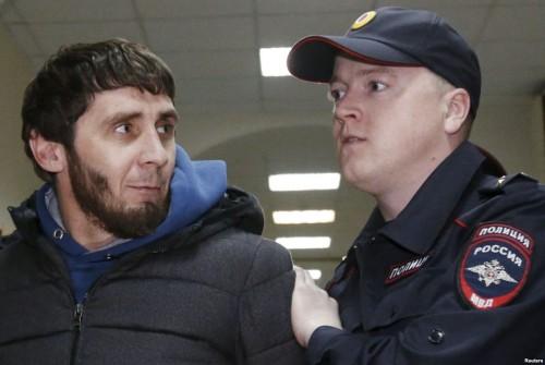 Дадаев и его командир Руслан Геремеев в момент нападения на политика находились в Москве по поддельным служебным документам, а в батальоне этот факт попытались «прикрыть»