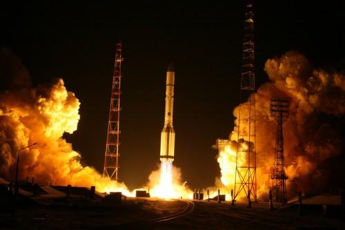 Празднуя первый запуск с нового космодрома, Леонид Шалимов не ожидал, что окажется виноватым в выговоре Дмитрию Рогозину Фото: Роскосмос