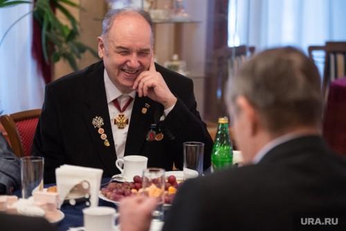 Даже седые общественники, которым нечего терять, публично не бьются за друга Фото: Владимир Жабриков © URA.Ru
