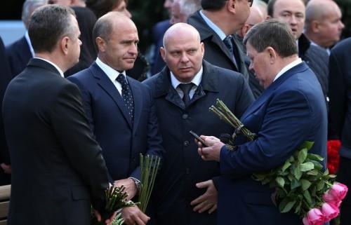 Управляющий делами президента РФ Александр Колпаков (второй слева)