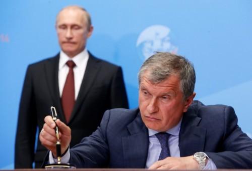 Фактически вся чеченская «нефтянка» находится под «Роснефтью». Поэтому Сечин является вторым участником игры, главный приз в которой – не столько деньги и баррели, сколько политическое влияние