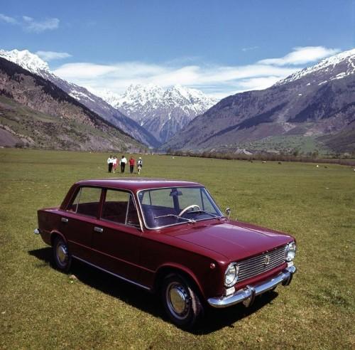 """Первая модель Волжского автозавода — ВАЗ-2101 — разошлась тиражом 28,5 млн шт. Построенный на основе Fiat 124, для СССР этот автомобиль был передовым. В последующие годы в конструкцию «копейки» было внесено до 800 технических изменений. Фото: © """"АвтоВАЗ"""""""