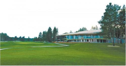Этот единственный на Урале гольф-клуб с полем на 18 лунок принадлежит совладельцу и руководителю Челябинского трубопрокатного завода (ЧТПЗ) Андрею Комарову