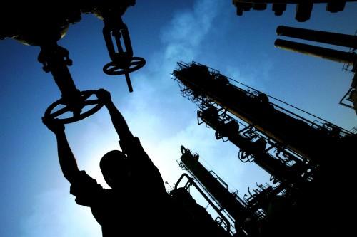 В ходе расследования были опрошены десятки людей, связанных с бизнесом J&S, в том числе сотрудники нефтяных компаний, политики.