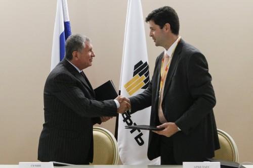ОАО «НК «Роснефть» и BP Oil International Limited подписали пакет соглашений, направленных на организацию долгосрочных поставок нефтепродуктов и нефти.