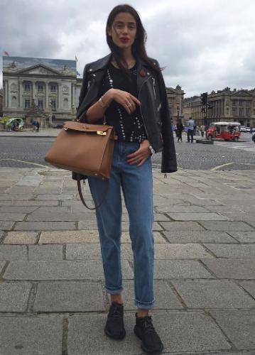 Миранда Шелия с сумкой Hermes Kelly стоимостью 1 миллион рублей Фото: Социальные сети