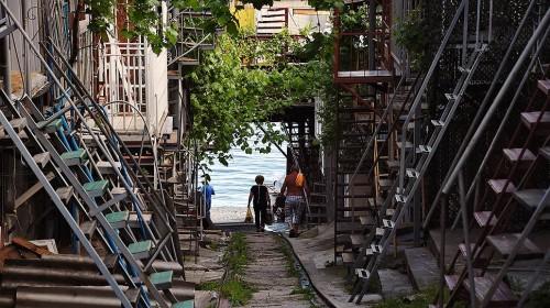 "В рыбацком кооперативе ""Волна"" можно устроиться за 100 рублей в сутки, без канализации, зато у самого моря Фото: Виктор Коротаев, Коммерсантъ"