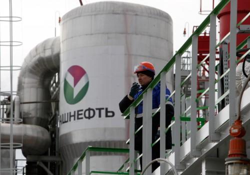 Нефтяная компания «Роснефть» отправила правительственному агенту «ВТБ Капиталу» заявку на участие в приватизации «Башнефти»
