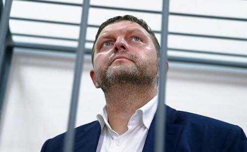 Альберт Ларицкий также фигурирует в уголовном деле о получении взяток губернатором Кировской области Никитой Белых.