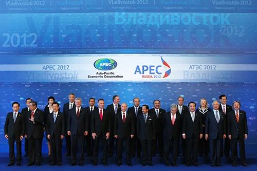 Владивосток, процедура официального фотографирования лидеров стран АТЭС, 9 сентября 2012 года Фото: Михаил Климентьев / ТАСС