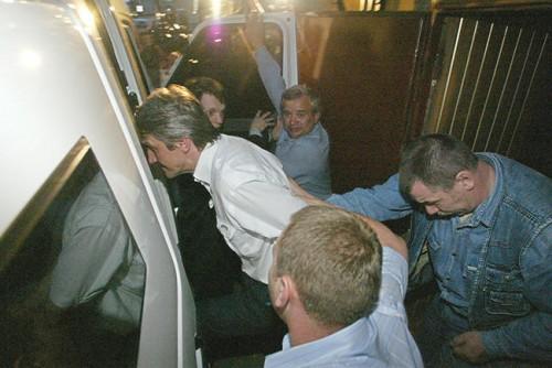 Совладелец нефтяной компании ЮКОС Платон Лебедев после ареста в Басманном городском суде, Москва, 3 июля 2003 года Фото: Валерий Мельников / «Коммерсантъ»