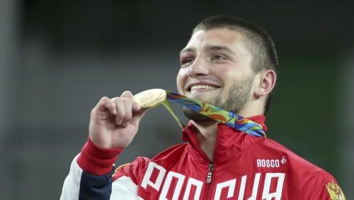 Одна из 19 наших золотых наград добыта в боксе — в тяжелом весе Евгением Тищенко