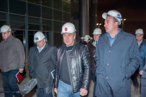 Албин стал главным питерским ньюсмейкером, затмив даже Шнура и Хорошавина. Он привозит на стадион бригады телевизионщиков и красуется перед ними в строительной каске с неестественной мимикой и жестами.