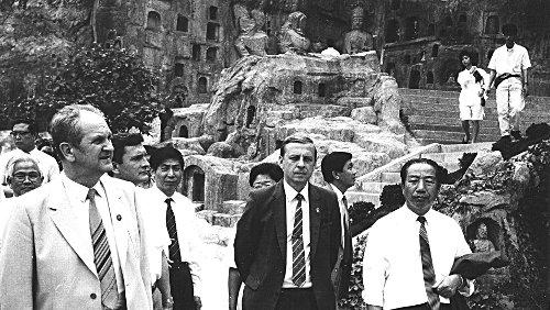 Будущий член ГКЧП Борис Пуго и Олег Борщёв (справа) во время визита в Китай. Фото: Архив автора