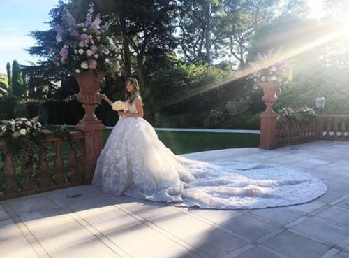 Элина Бажаева в платье Zuhair Murad