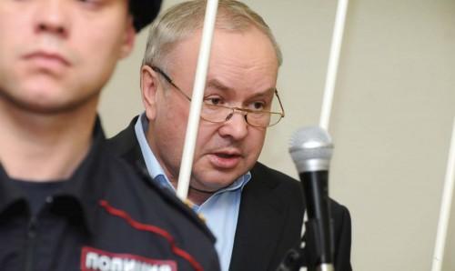 Один срок у Олега Шишова уже был, 3 года за растрату. Суд учел это наказание в приговоре и в совокупности бизнесмен просидит 4 года