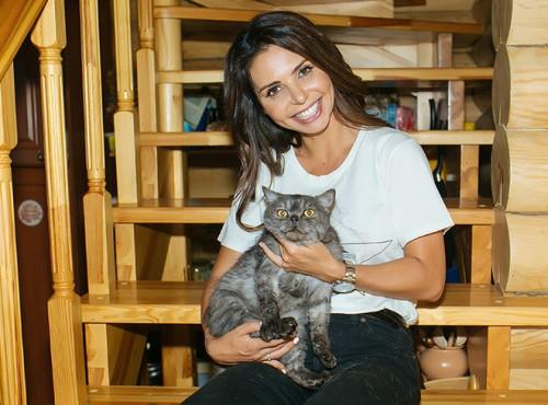 Карина Ротенберг и кошка Рейвен, получившая свое имя за глаза как у героини блокбастера «Люди Икс» (характер у красотки соответствующий)
