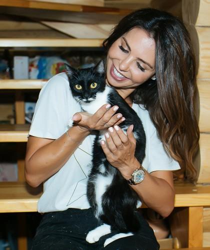 Карина Ротенберг и годовалая кошка Дина