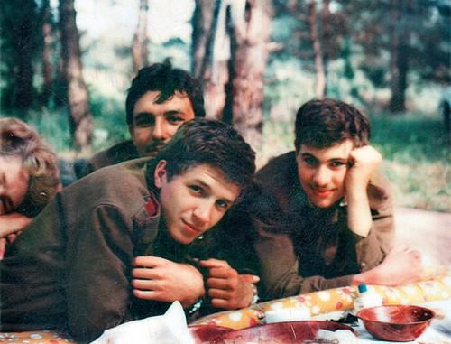 С однокурсниками на военных сборах после второго курса МГИМО (1978)