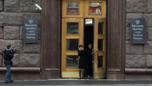 Ольга Васильева сразу дала понять, что готова если не сменить, то существенно скорректировать курс, выбранный ее предшественниками Андреем Фурсенко и Дмитрием Ливановым, особенно подчеркивая, что ее категорически не устраивает подход к образованию как к услуге