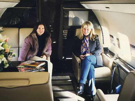 Когда-то Людмила Браташ (справа) владела компанией по частным авиаперевозкам.