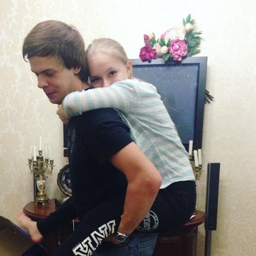 Внук Геннадия Зюганова старается исполнять все прихоти жены Фото: Социальные сети