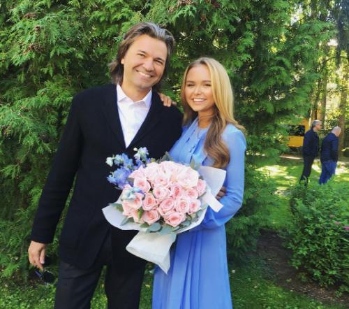 Стеша с отцом Дмитрием Маликовым Фото: Социальные сети