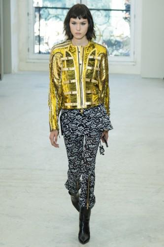 Мария купила куртку золотого цвета из новой коллекции Фото: Социальные сети