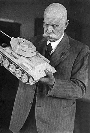 Технология сварки танковой брони была разработана и внедрена на УВЗ Евгением Патоном в 1930-е годы.