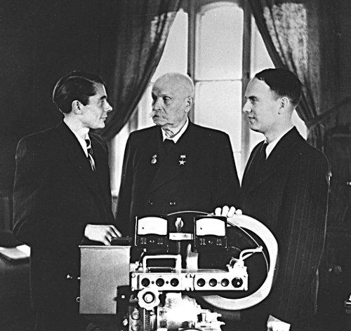 Е. Патон и его сыновья Владимир и Борис, 1951. Б. Патон – с 1962 года президент Национальной академии наук Украины