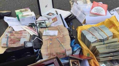 Деньги, которые нашли при обыске в квартире родственницы Захарченко
