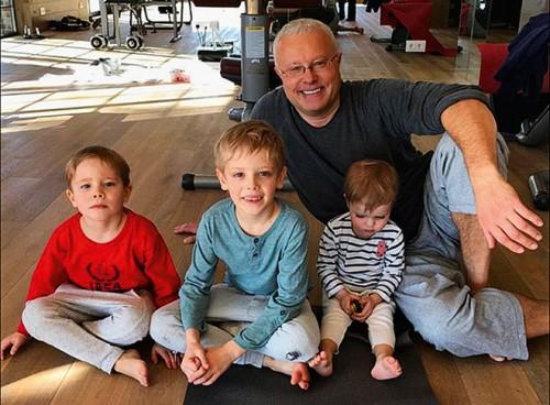 Александр Лебедев с сыновьями Егором и Никитой и дочерью Ариной