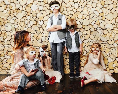 Стелла Аминова с дочерьми Мириам и Рахель и сыновьями Ароном (на руках), Натаном и Иосифом