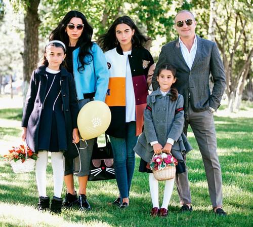 Михаил Турецкий с дочерьми