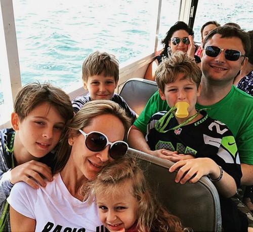 Василий Церетели с женой Кирой, сыновьями Александром, Николаем, Филиппом и дочерью Империей