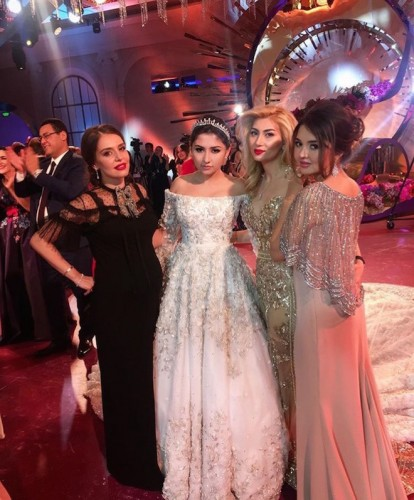Мадина Шокирова с подругами