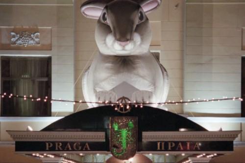 Знакомые Тельмана Исмаилова рассказывают, что особенно тяжело бизнесмену расставаться с рестораном «Прага», над входом в который с 90-х красовался логотип группы АСТ Алексей Панов / ТАСС